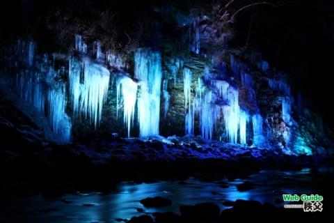 大滝・三十槌の氷柱ライトアップ