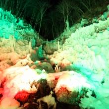 あしがくぼの氷柱ライトアップ
