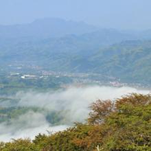 美の山雲海と両神山の画像