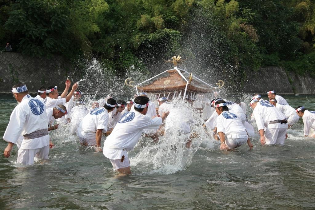 秩父川瀬祭神輿洗いの儀式