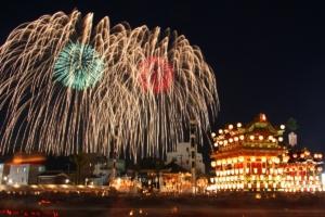 秩父夜祭 競技花火と観光スターマイン大会