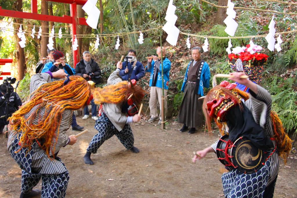 矢行地の獅子舞の画像